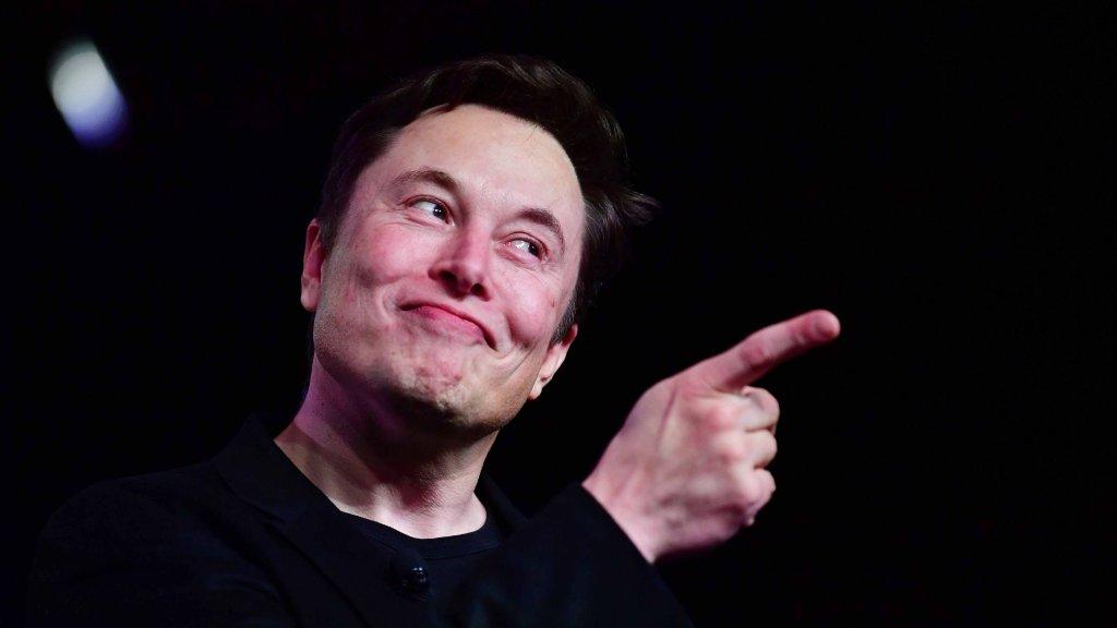 Elon Musk Just MockedJeff Bezos on Twitter. I Only Wish Steve Jobs Were Alive to See It