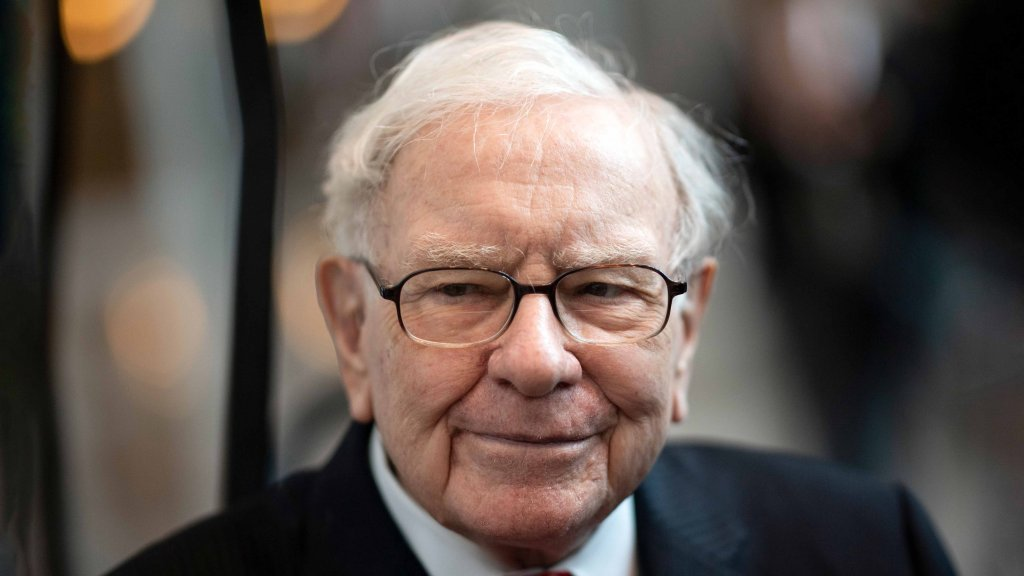 Warren Buffett: 3 Things in Life Separate the Doers and Achievers From the Daydreamers