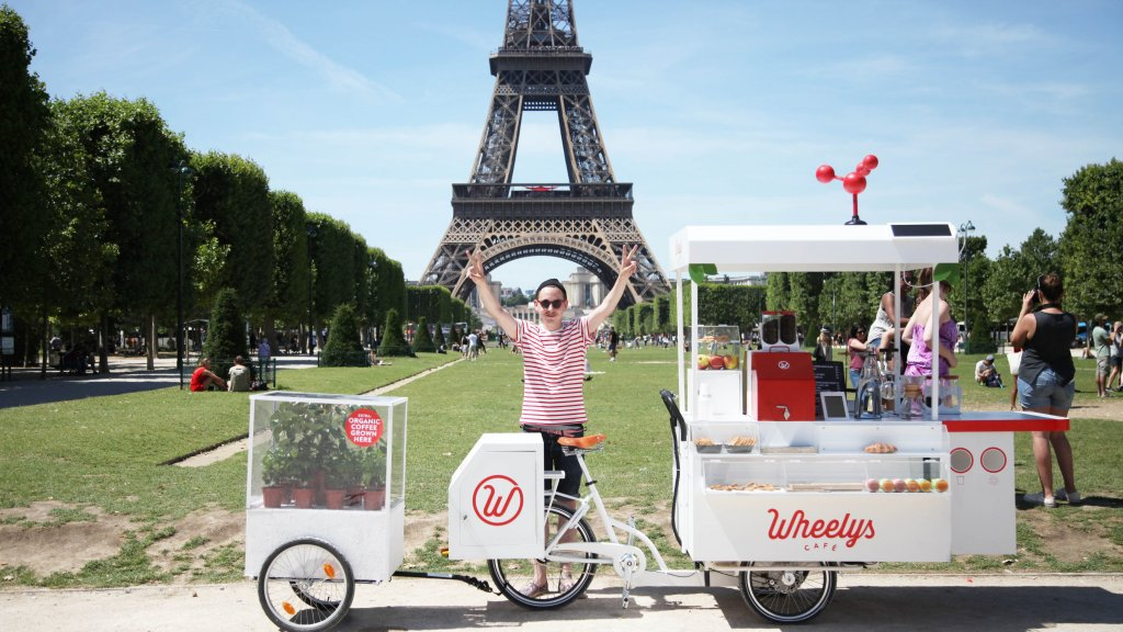 A Wheely Cafe cart in front of the Eiffel Tower