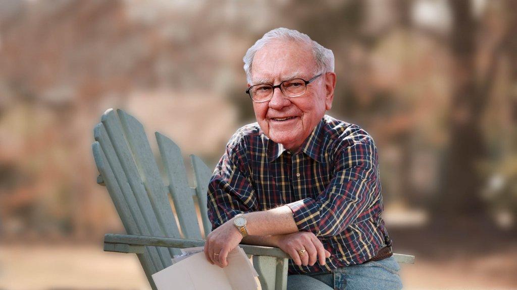 Warren Buffett Says This Is When the Best Leaders Should Retire