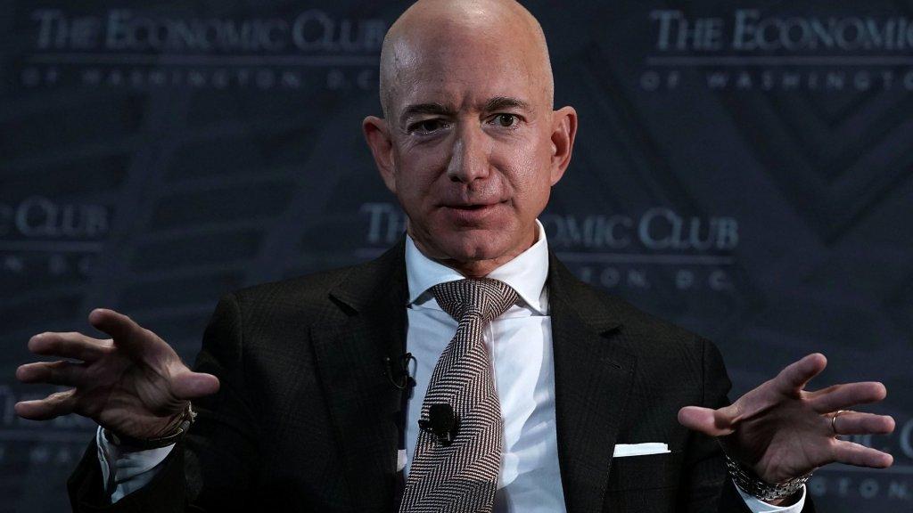 Jeff Bezos, Mark Cuban, and Tony Robbins Don't PowerPoint. They Do This Instead