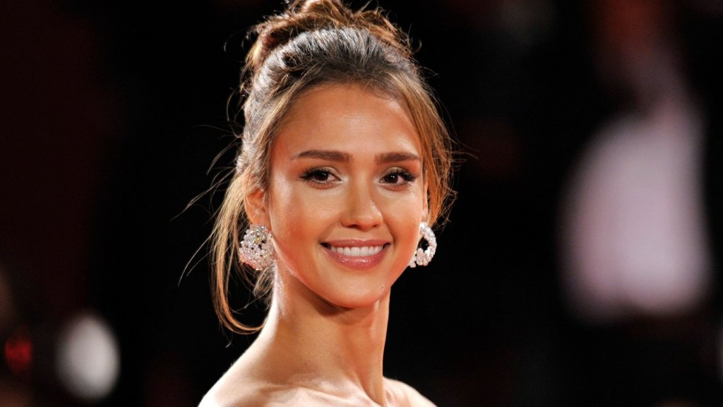Jessica Alba's Personal Nutritionist Shares the Blueprint to Having More Energy