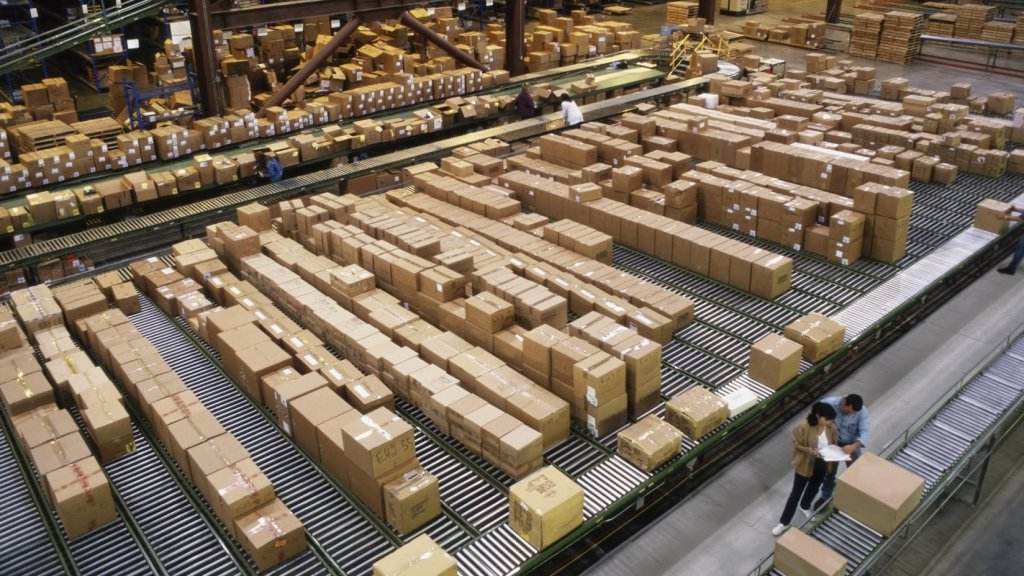 Thinking About Selling on Amazon? Weigh These Pros and Cons First