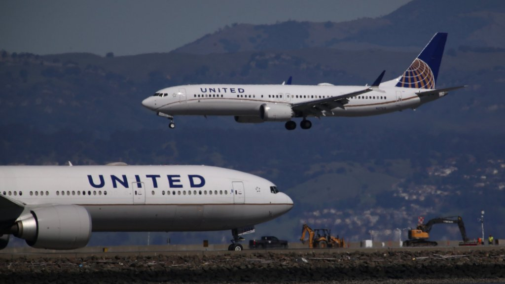 United Airlines Just Took a Shockingly Sensible Step To Please Unhappy Customers (American Airlines Hasn't Done It)