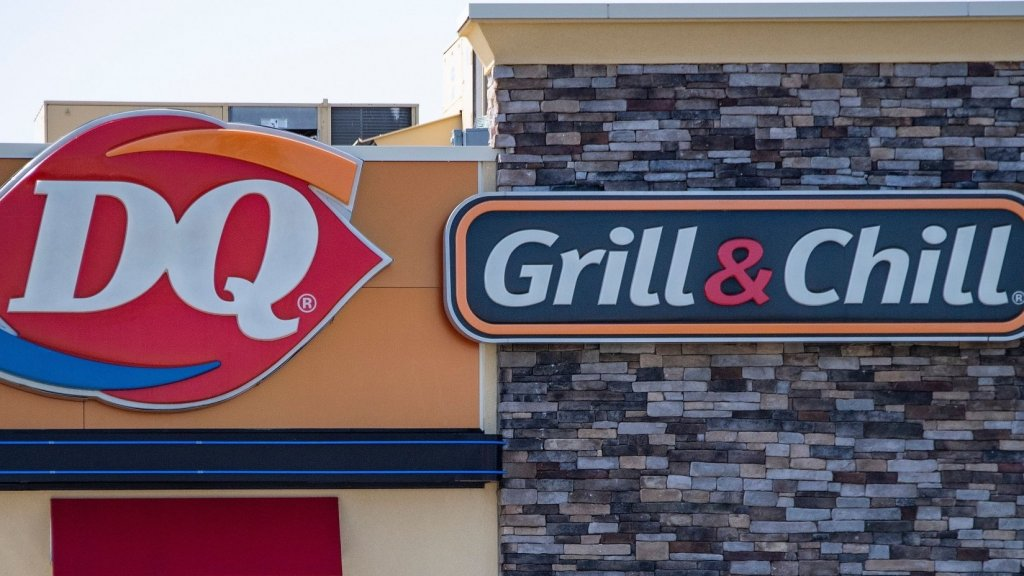 A Woman Pocketed $20 a Blind Man Dropped. Then a Dairy Queen Employee Did Something Remarkable