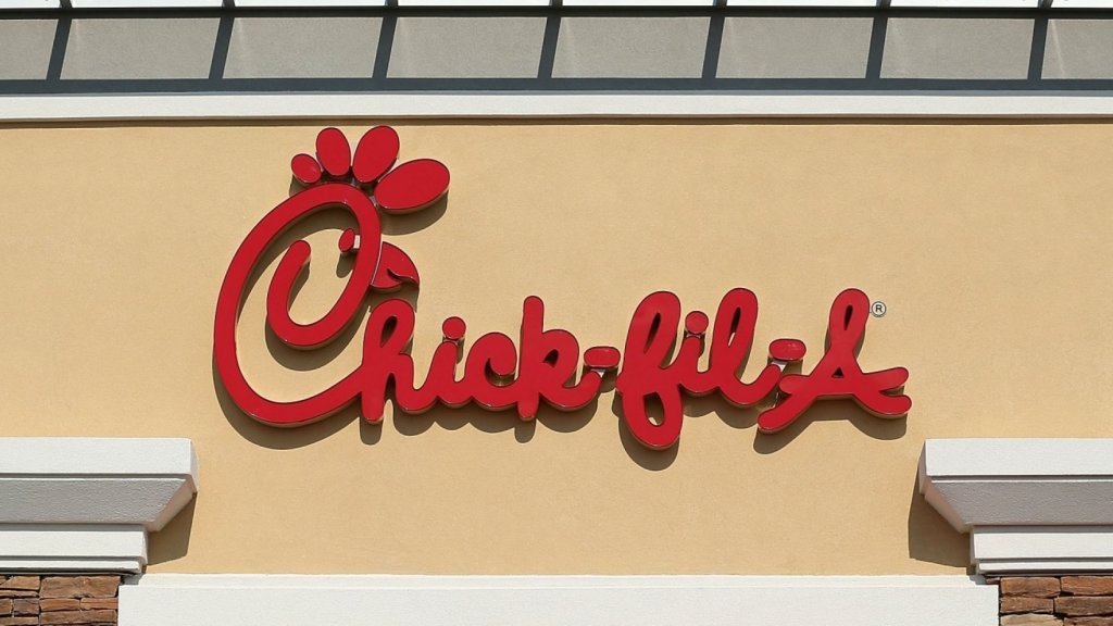 KFC Ruled the Roost. Then Chick-Fil-A Did Something Devastatingly Simple (One Statistic Is Astonishing)