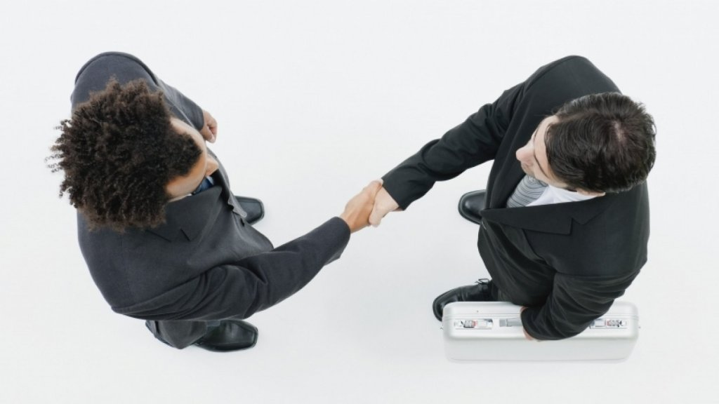 Gain People's Trust With These 5 Body Language Secrets