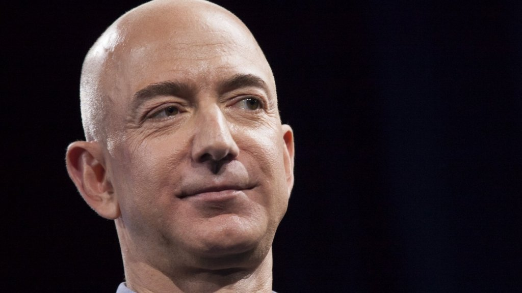 Jeff Bezos Says 1 Thing Separates Successful People From Everyone Else (And Will Keep You From Giving Up on Your Dreams Too Soon)