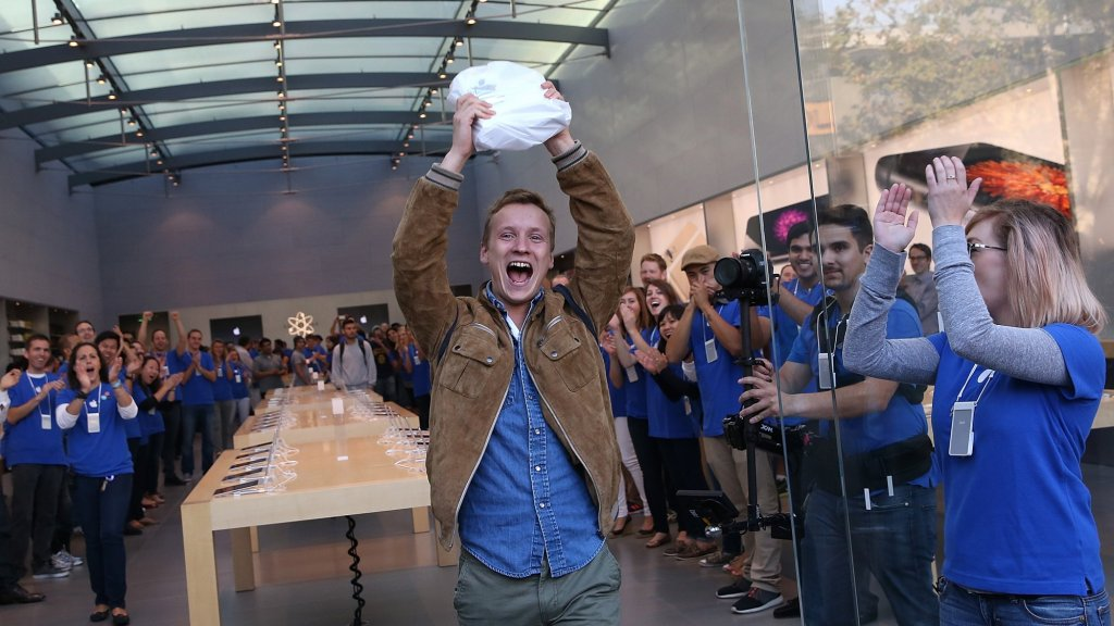 How Apple Got It Wrong by Not Paying Retail Employees for the Time They're Being Searched