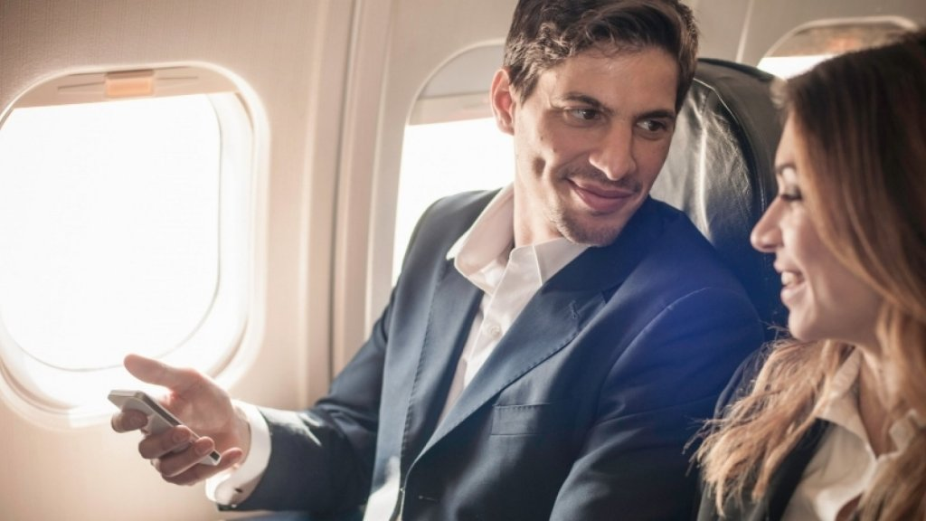 Influencers on a Plane: 3 Ways to Strike Up Great Conversations