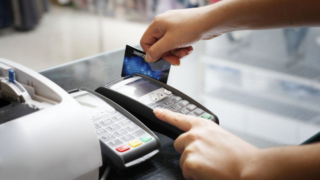 New Chip Credit Cards Putting Squeeze on Small Businesses