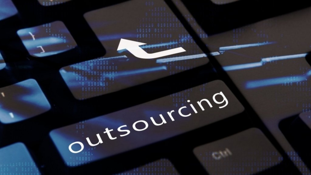 8 Reasons to Avoid Outsourcing Overseas