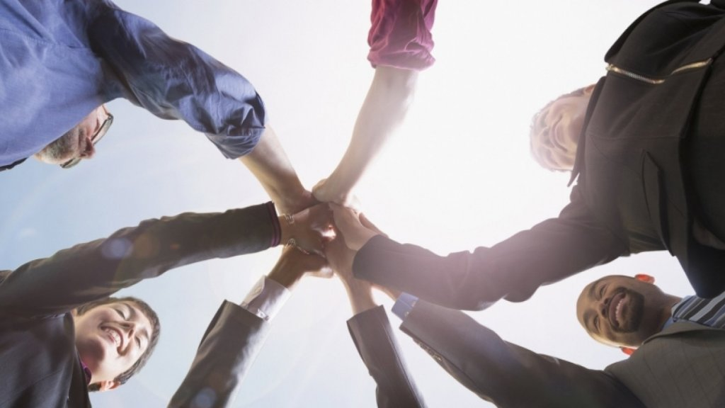 7 Ways Strong Leaders Build Trust in a Team