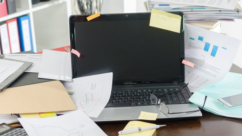 Tired of a Messy Desk? Try These 7 Tips to Declutter