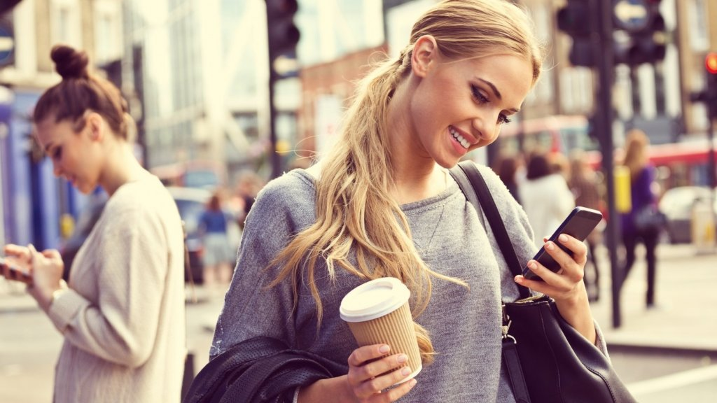 10 Examples of How Brands Are Using Chatbots to Delight Customers