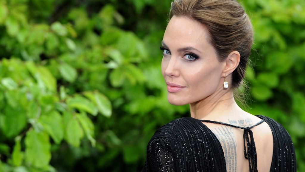 The Mental Trick That Drives Angelina Jolie, Kobe Bryant and Emma Watson To Success