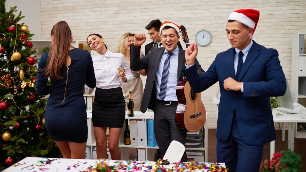 10 Creative Holiday Games To Score Major Company Culture Points Inc Com