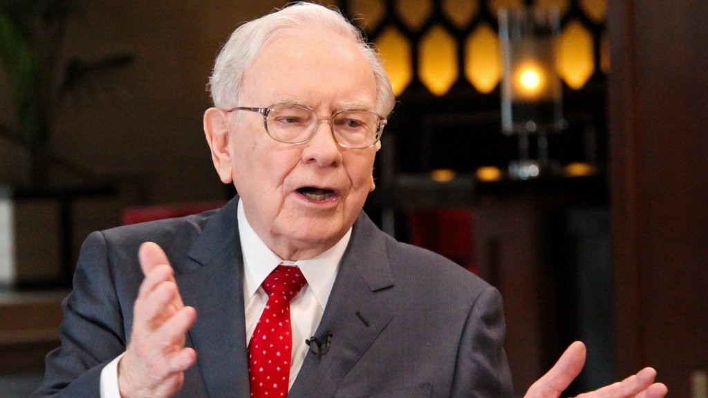 Warren Buffett Says Find a Great Leader to Work For (Like These 3 Execs)