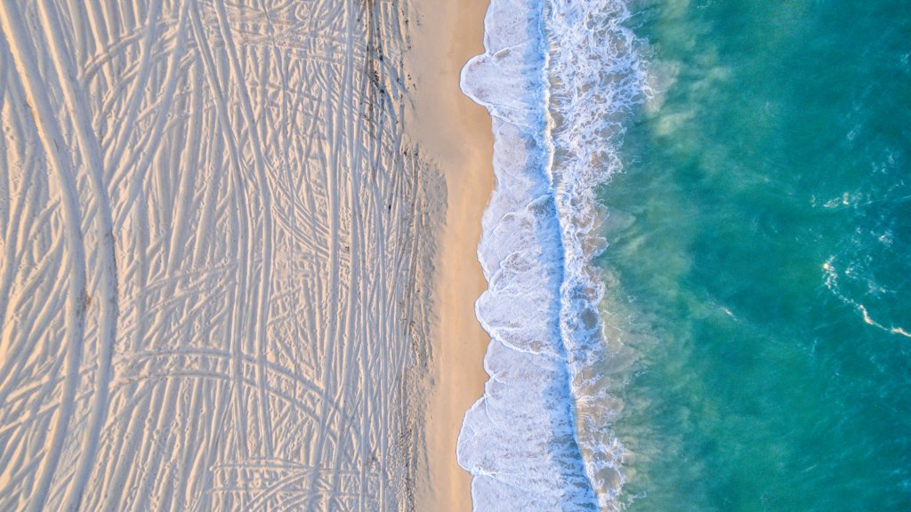 How the Beach Benefits Your Brain, According to Science