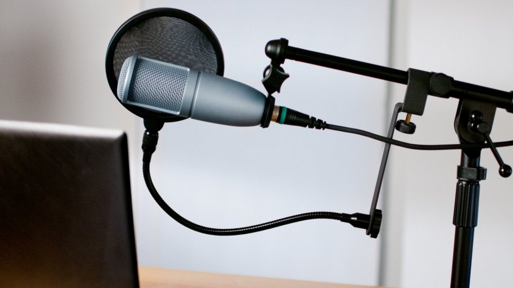 How to Launch a Great Podcast: Smart Tips From a Business Podcast With Over 1 Million Downloads