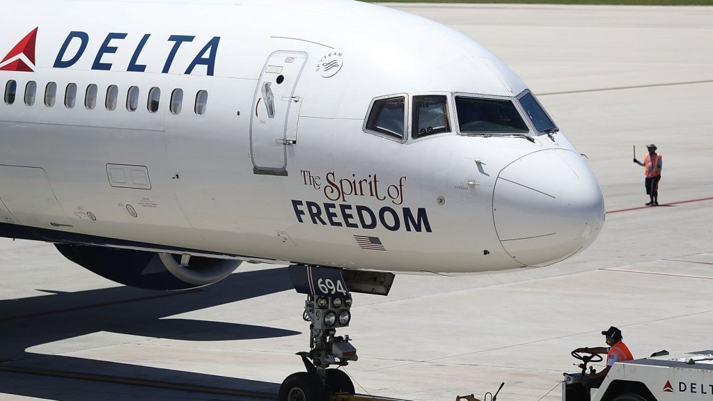Here's the Brilliant Thing Delta Air Lines Now Does to Get Planes Out Faster. It's So Simple. Why Doesn't Every Airline Do It?