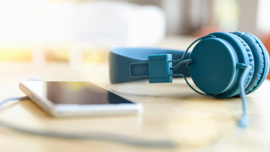 Like to Listen to Music at Work? It's Probably Killing Your Creativity, Study Says