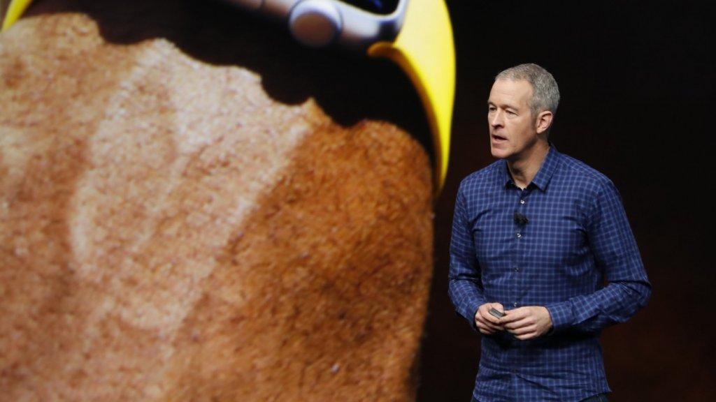 Apple's Likely Next CEO Is a Lot Like Tim Cook (Here's Why That's Trouble)