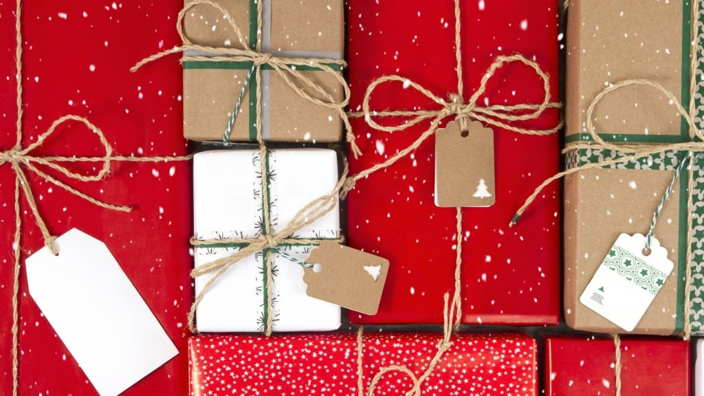 4 Ways to Beat Amazon (and Other Big-Box Retailers) This Holiday Season