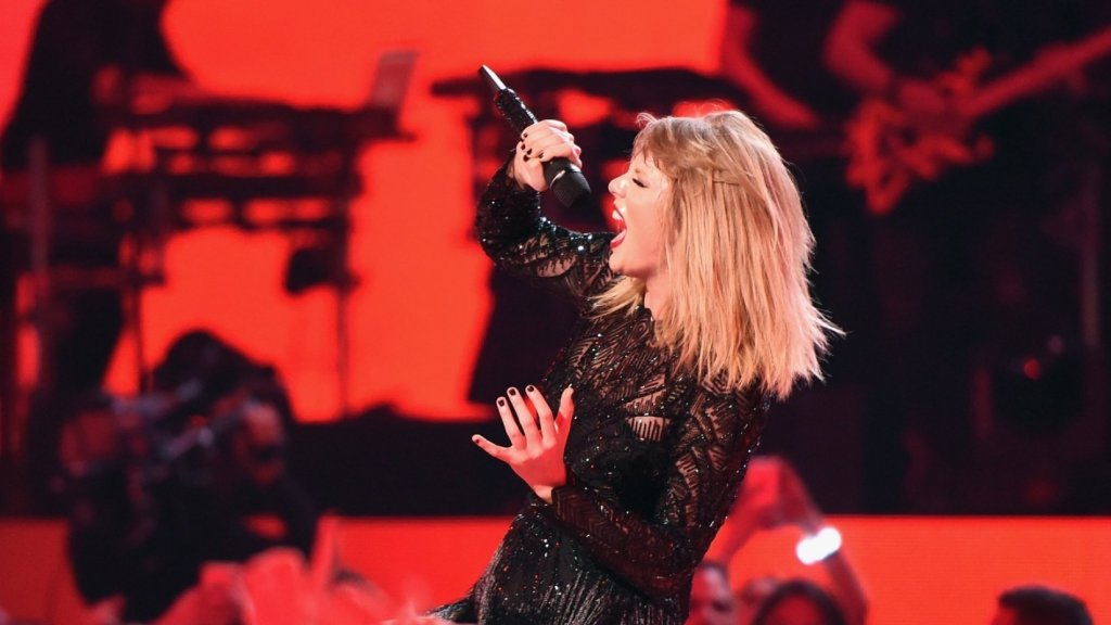 Why Taylor Swift Just Deleted Every Post on Instagram (and Why You Should Too)