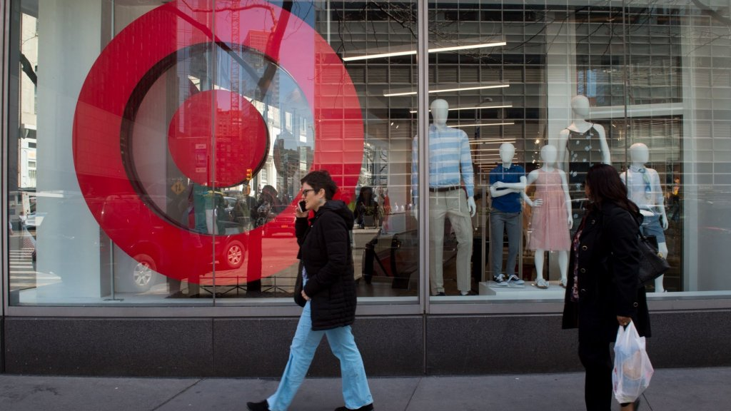Customer Experience Is Key to Winning Customers, Turnarounds From Big-Box Retailers Show