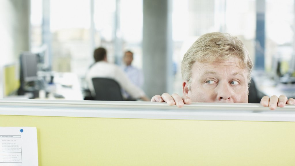 How to Handle a Workplace Bully, According to a Clinical Psychologist