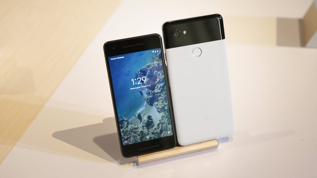 You Should Pick a Google Pixel 2 Over the Apple iPhone 8