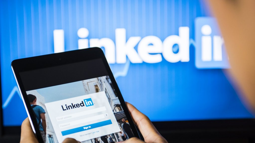 How to Get Your First 100,000 Followers on LinkedIn