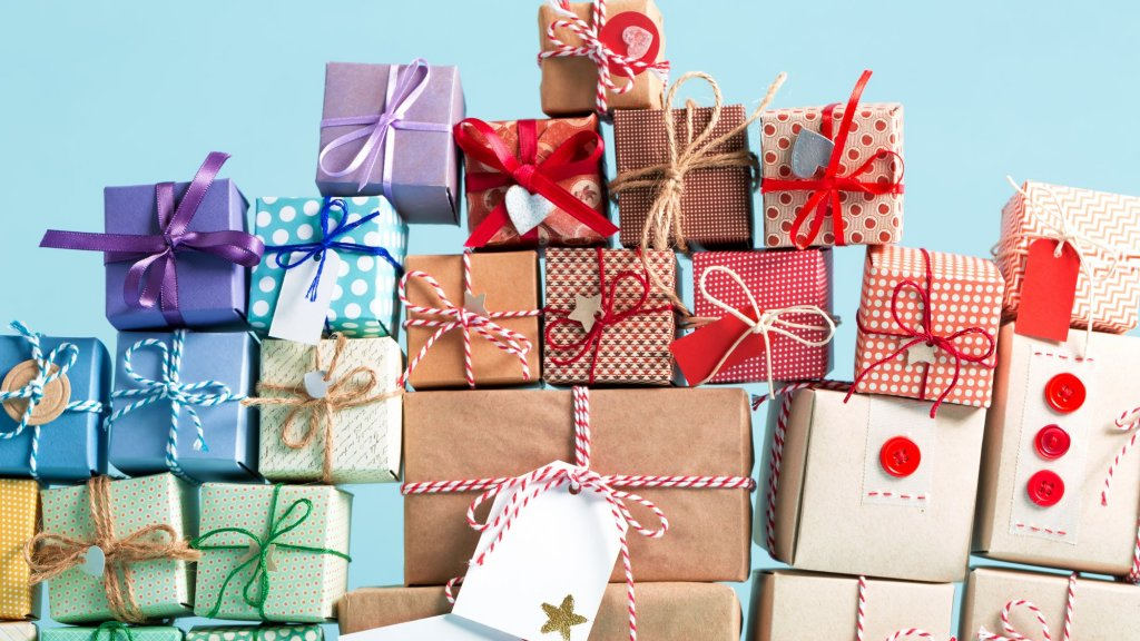 Best Christmas Gifts For Employees 2021 37 Holiday Presents That Employees Loved Getting From Their Bosses Inc Com