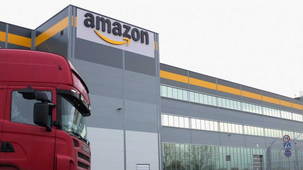 Amazon Delivery Drivers Describe Brutal Working Conditions and Missing Paychecks