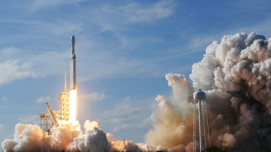 Elon Musk's SpaceX Is on Track to Make NASA's Rockets Obsolete
