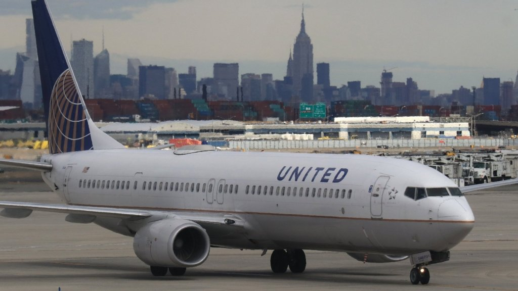 Want to Make a Truly Moving Speech. Watch This United Airlines Flight Attendant (Seriously)