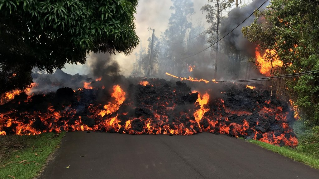 People Are Getting Stupidly Close to Kilauea's Flowing Lava and It's Facebook's Fault