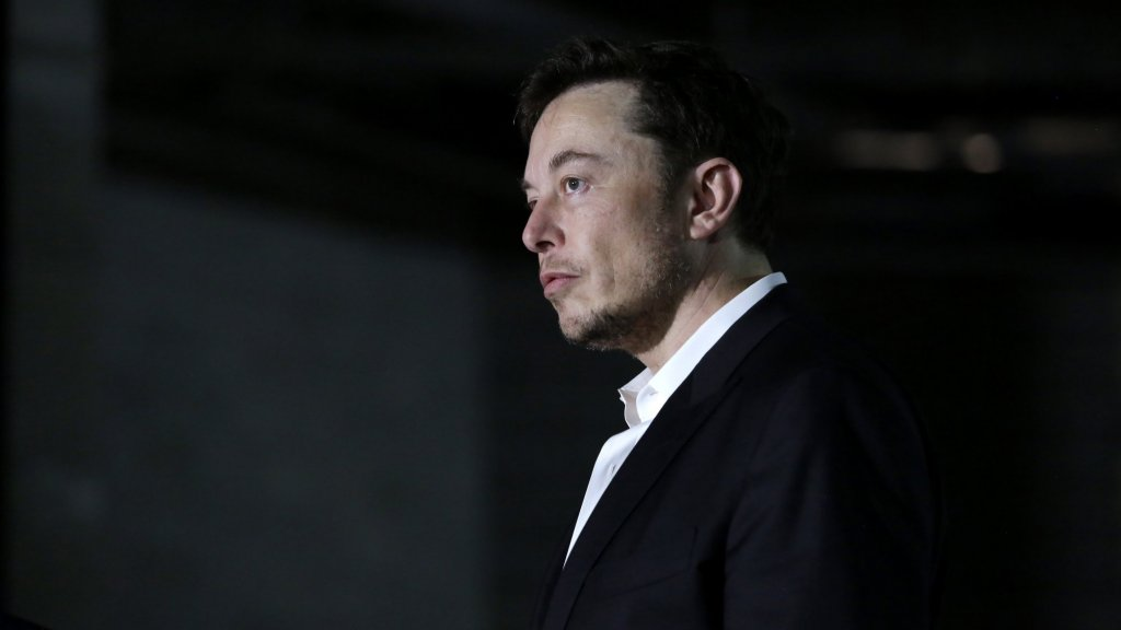 Elon Musk Cash Woes Endanger Tesla and His Power