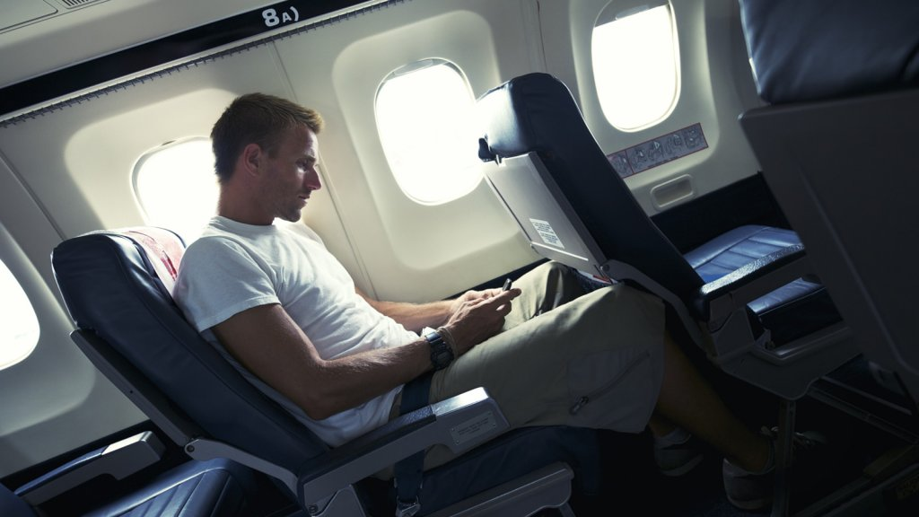 """Feeling """"Phone Rage"""" Over Lifting the Cell-Phone Ban on Planes"""