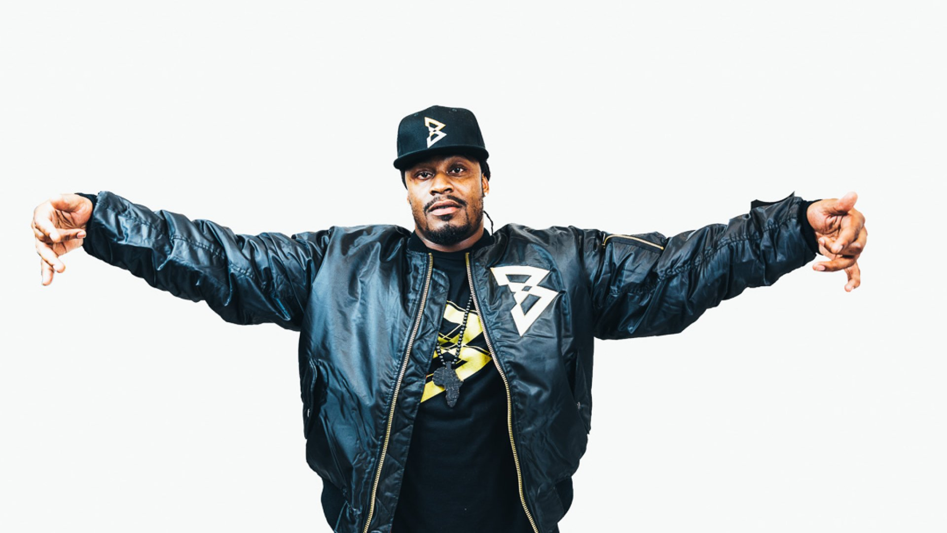 "Marshawn Lynch is crowdfunding a line of ""Beast Mode"" bomber jackets through Hingeto, a tech startup based in Oakland, Calif."