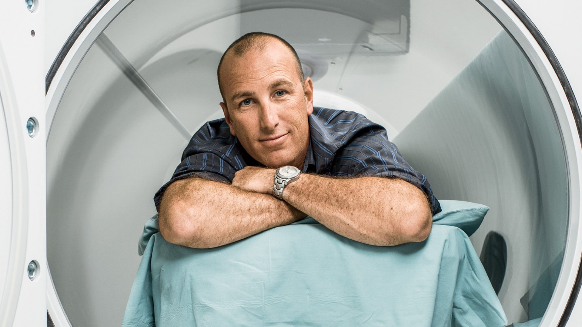 <b>Pressure Cooker</b> Mike Comer in a hyperbaric chamber, which is used to help heal wounds.