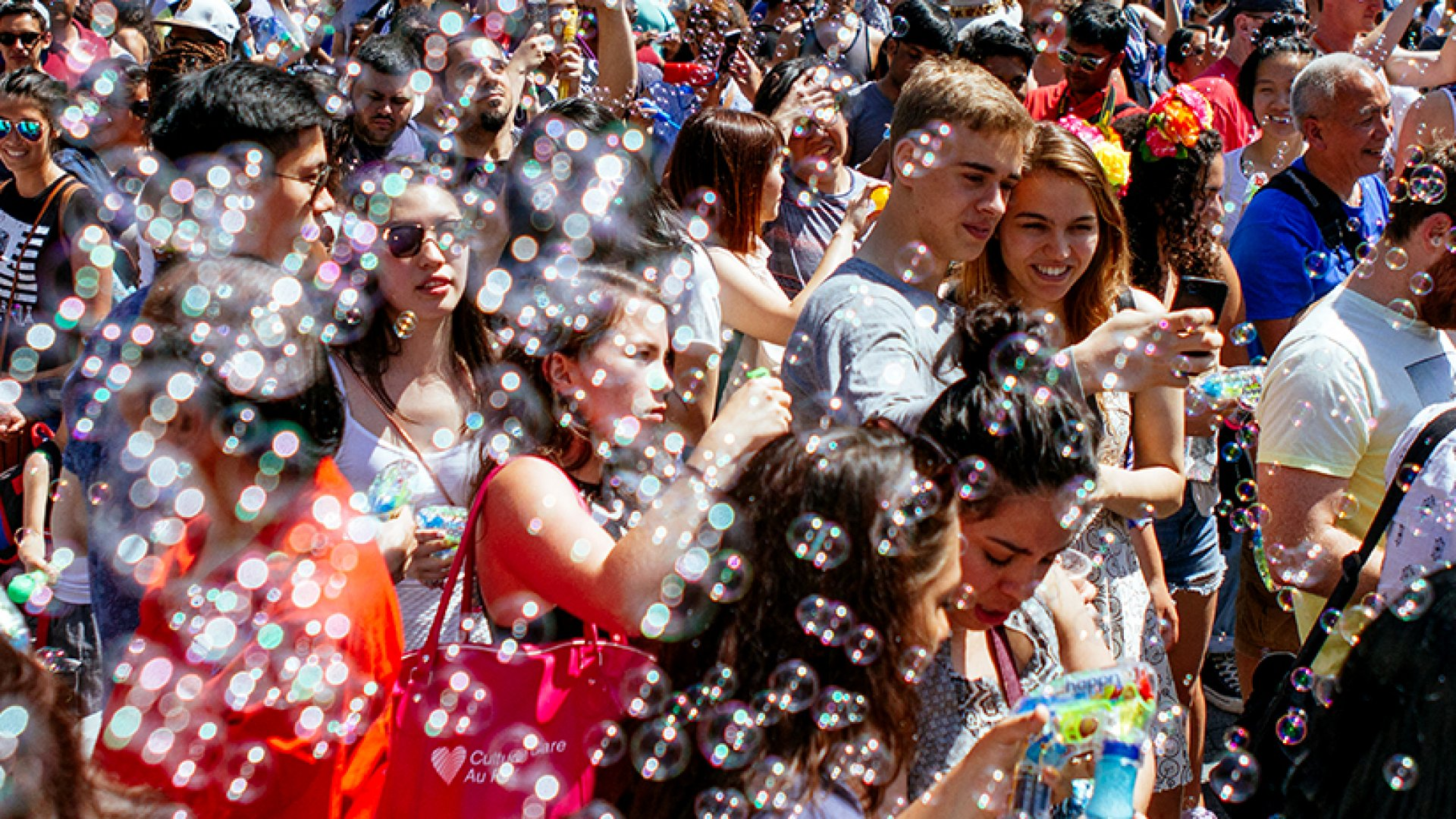 """Thousands gathered at the Happn-sponsored """"Bubble Battle"""" in New York City's Union Square on Saturday."""