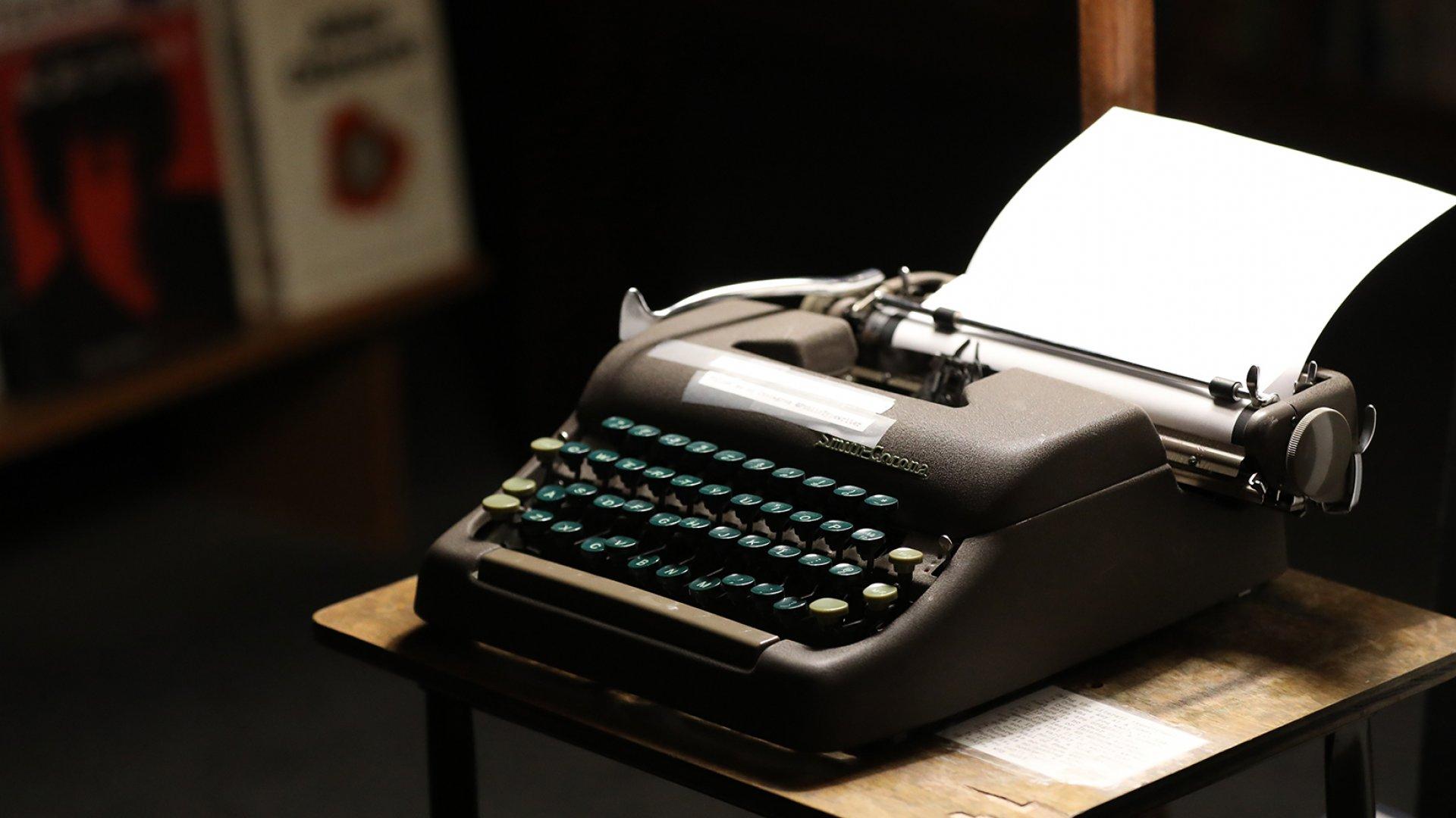 A 1950s Smith Corona, awaiting the next Literati customer.