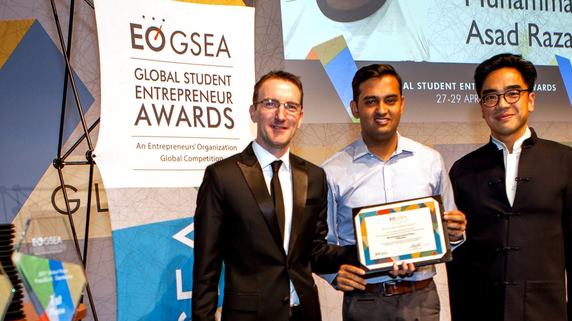 Asad Raza (center) was a runner-up in the EO GSEA 2017 Global Finals.