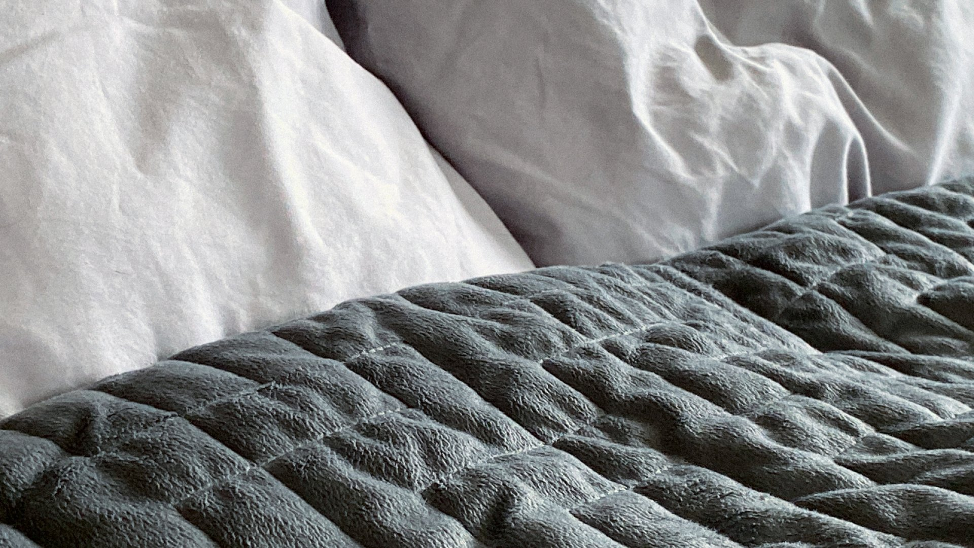 The Science Behind Weighted Blankets and How to Choose One to Finally Get Some Sleep