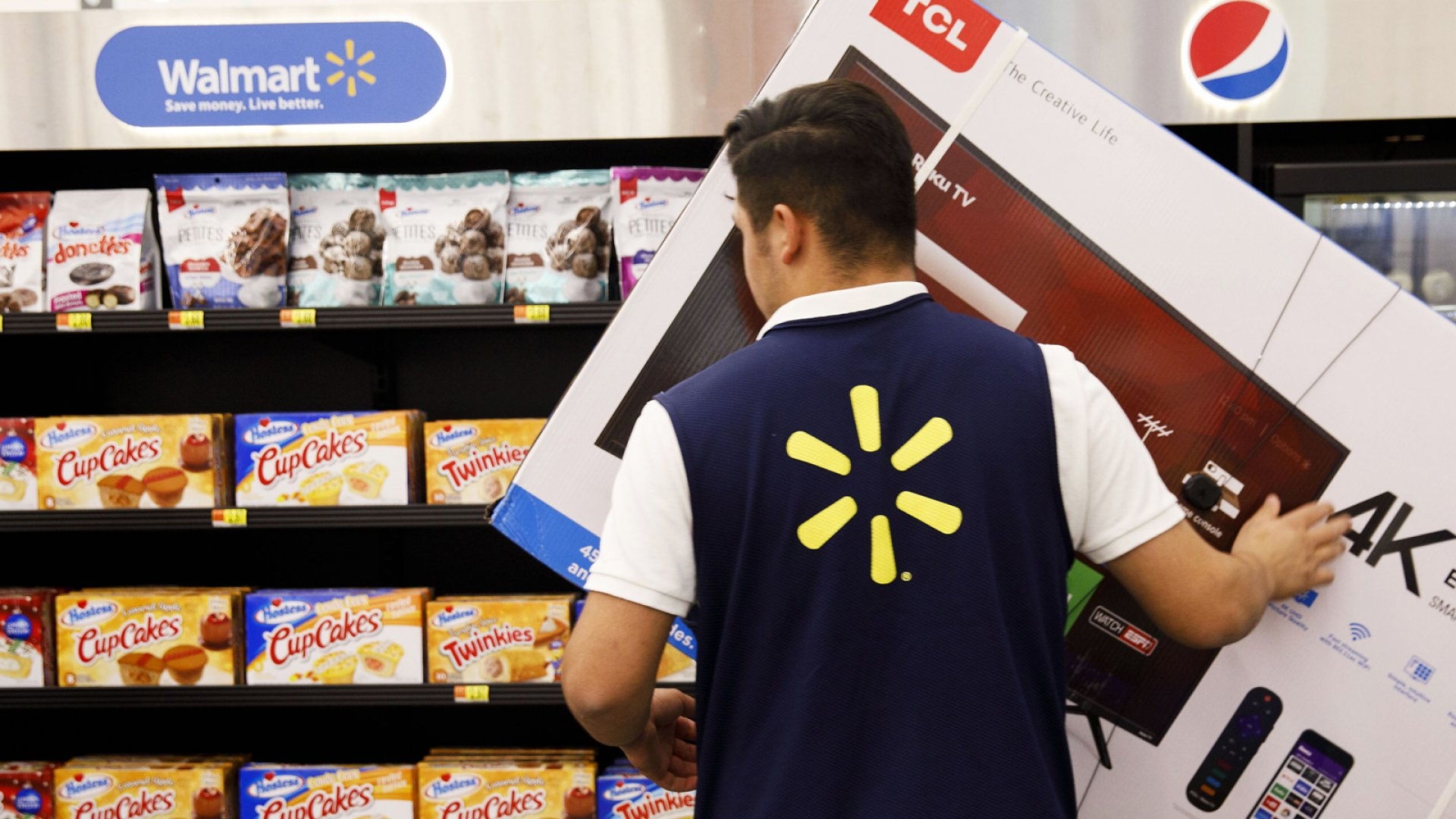 Amazon Is Losing Loyal Shoppers to Walmart. Here's What to Watch for This Holiday Season