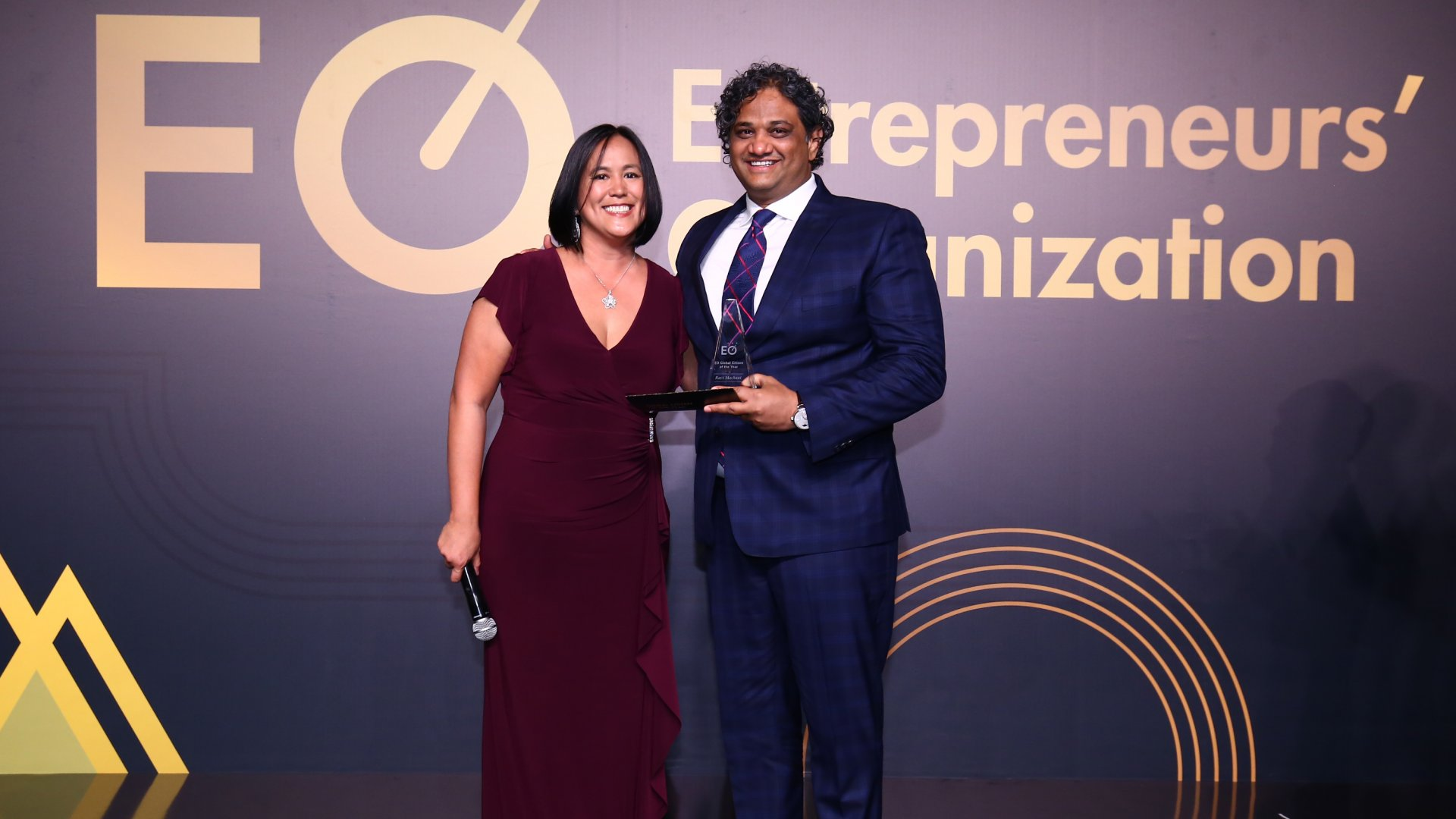 """EO Global Chair Rosemarie """"Bubu"""" Andres presents the 2019 EO Global Citizen of the Year Award to Ravi Machani for his work in rural development."""