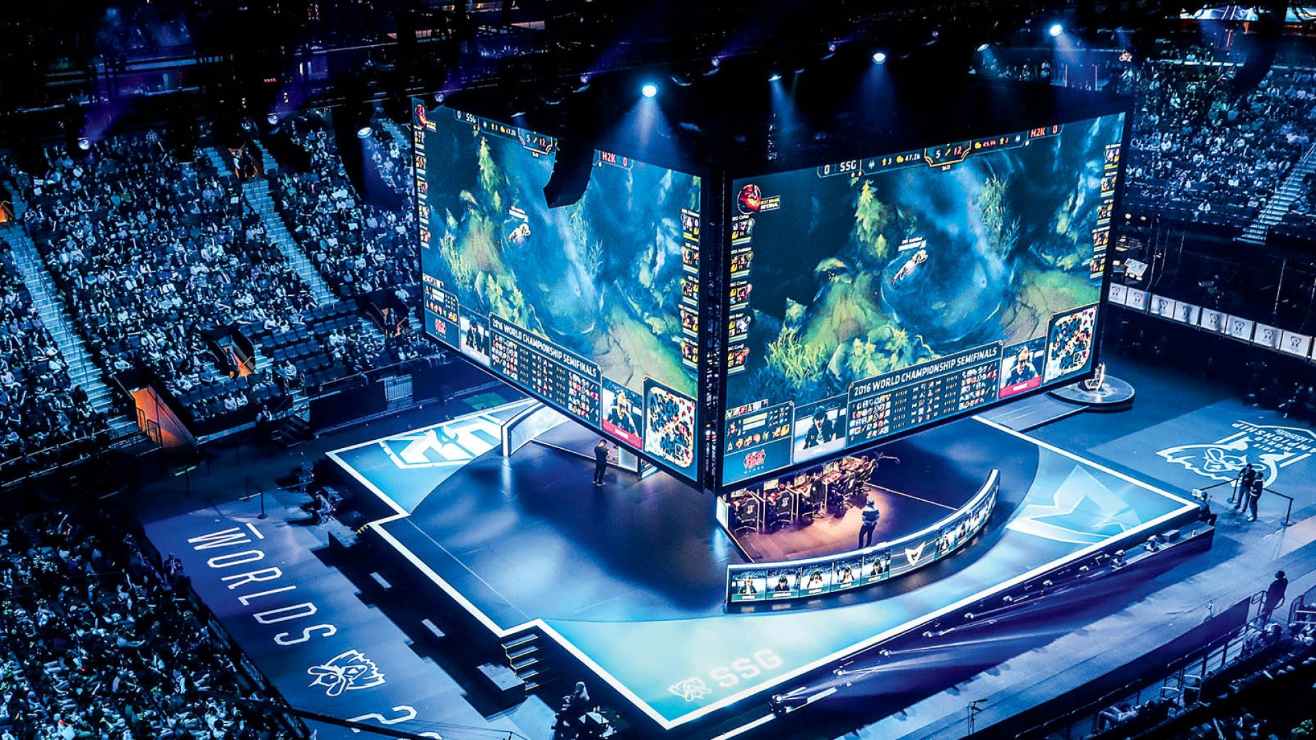 A long shot of the League of Legends 2016 international semifinals at New York City's Madison Square Garden in October.