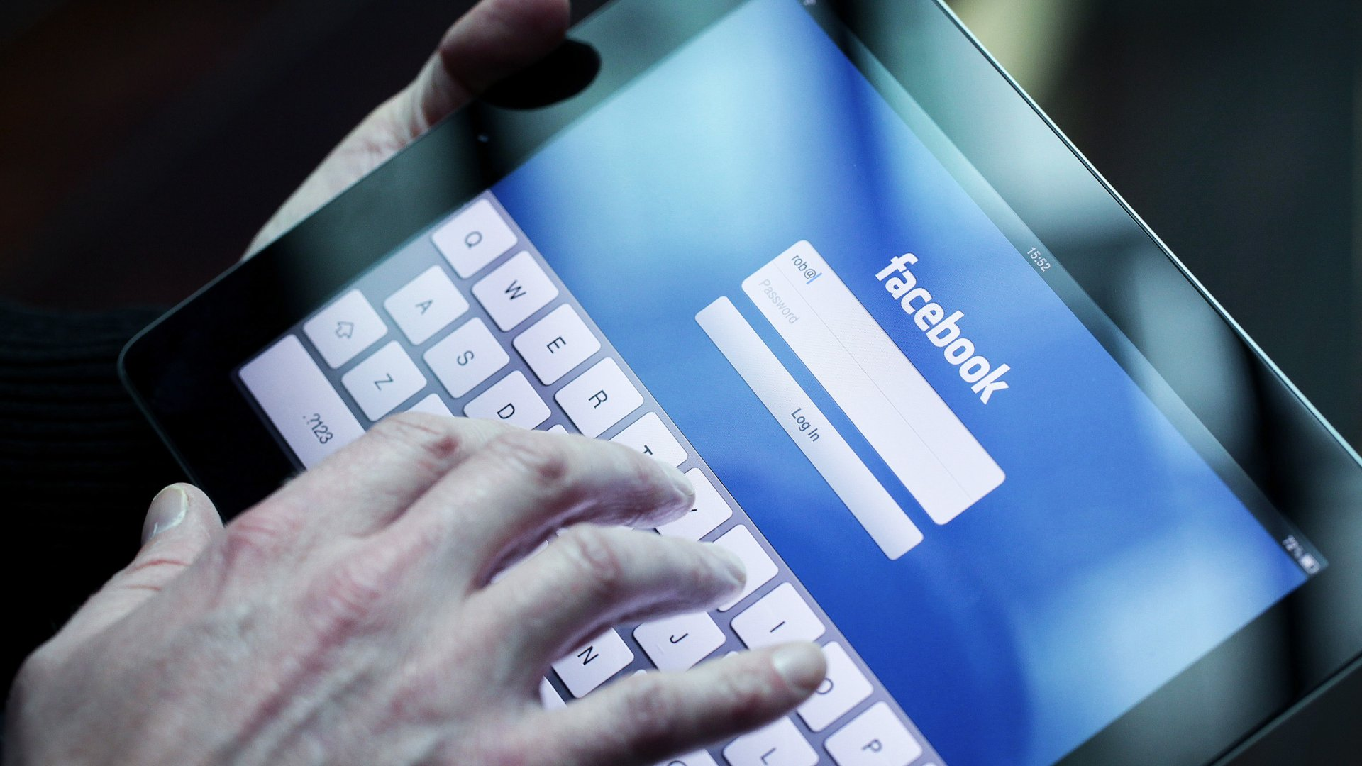 7 Incredibly Useful Things You Didn't Know Facebook Could Do for You